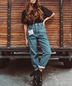 Eu não sei se você sabe... Mas tem um vídeo lá no canal te ensinando a usar Mom Jeans e contando mais sobre a modelagem de algumas calças. Se tu gosta de mom jeans e ainda tá na dúvida se deveria ter um a ou não te aconselho a ir lá assistir pra tirar a prova: http://www.youtube.com/viihrocha