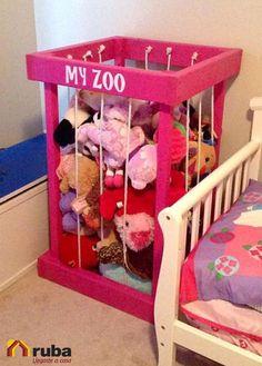 ¿Tienes poco espacio a tus pequeños le encantan los muñecos de peluches?  Organiza de una manera original, que tenga su propio espacio en tu #HabitaciónRuba Encuentrá más ideas para organizar los jueguetes de tus hijos en http://manualidades.facilisimo.com/ideas-para-guardar-los-munecos-de-peluche-y-carritos-de-los-ninos_1864924.html