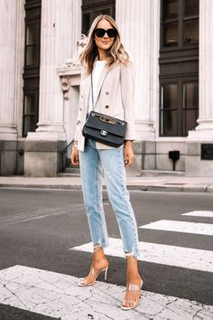 Jeans Outfit For Work, Blazer Outfits For Women, White Jeans Outfit, Denim Outfit, Tshirt And Jeans Outfit, Work Outfits, Formal Outfits, Teacher Outfits, Blazer Jeans