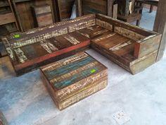 Marcio Pisoni: Sofás feitos com madeira de demolição