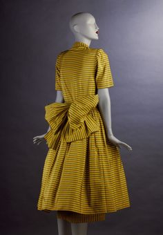 ~Day dress, 1947~. Outstanding dress, especially the bow but I wish it was in green, red or plum