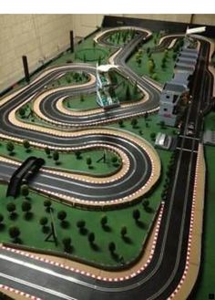>>Read more about italian sports cars. Click the link to get more information~~~~~~ The web presence is worth checking out. Slot Car Racing, Slot Car Tracks, Slot Car Race Track, Race Tracks, Videos Fun, Car Videos, Slot Machine, Le Mans, Scalextric Track