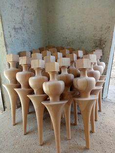 Wood Table Legs, Wood Furniture Legs, Table Furniture, Furniture Design, Diy Cardboard Furniture, Woodworking Furniture, Wall Unit Designs, Showroom Interior Design, Wood Carving Designs