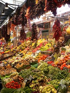 Barcelona Fruit Market--One of my favorite places in the city La Boqueria Barcelona, Oh The Places You'll Go, Places To Travel, Fresh Market, Spain And Portugal, What A Wonderful World, Farmers Market, Wonders Of The World, The Good Place