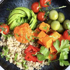 This Butternut Squash Quinoa Bowl is easy, super nutritious and comes with the most delicious roasted red pepper sauce! Vegan + gf.