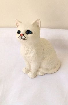 Small John Beswick England Porcelain Sitting White Cat/Kitten Vintage Antique Collectible Ex Condition kitsch