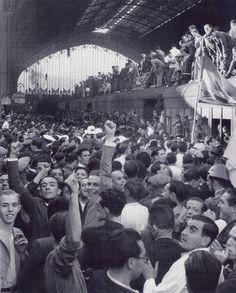 Recibimiento en la estación de las tropas republicanas procedentes de Valencia…