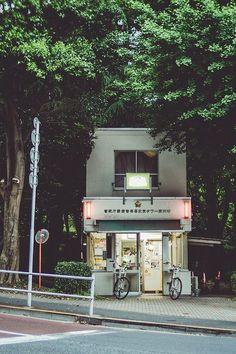 Japanese Police Station, Koban 交番 at Tokyo, Japan. In every place. Onsen Japan, Japan Japan, Japan Art, Bg Design, Photographie Portrait Inspiration, Japan Street, Aesthetic Japan, Japanese Streets, Japanese Buildings