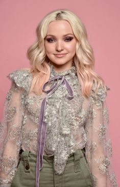 Dove Cameron's 13 Best Hair Moments of All Time Cute Girl Pic, Cute Girls, Pretty Girls, Dove Cameron Photoshoot, Dove Cameron Style, Hairspray Live, Queen, Celebs, Celebrities