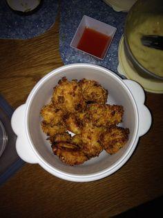 Crispy kip  - Kipfilet in stukjes snijden. - 2 uur laten liggen in karnemelk. - Daarna in bloem leggen. - Vervolgens onderdompelen in een geklopt ei. - Tot slot helemaal bedekken met Doritos (nacho cheese chips)  15-20 minuten in de oven op 200 graden en smullen maar!