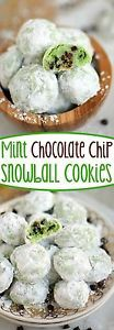 Mint Chocolate Chip Snowball Cookies - the EASIEST cookie EVER and it just melts in your mouth! The perfect addition to your holiday cookie tray! // Mom On Timeout (Mint Chocolate Muffins) Snowball Cookies, Crinkle Cookies, Xmas Cookies, Yummy Cookies, Easy Holiday Cookies, Menta Chocolate, Mint Chocolate Chips, Chocolate Mint Cookies, Chocolate Muffins