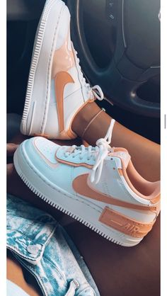 Dr Shoes, Swag Shoes, Cute Nike Shoes, Cute Sneakers, Hype Shoes, Nike Shoes Outfits, Nike Summer Shoes, Women Nike Shoes, Pink Nike Shoes