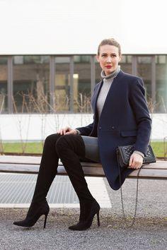Outfit: Tiger of Sweden Coat and Black Overknees | Mood For Style - Fashion, Food, Beauty & Lifestyleblog | Outfitpost mit einem Wollmantel von Tiger of Sweden, einem Kaschmir Rollkragenpullover von Allude sowie einer Jeans und Overknee Stiefeln von Zara.