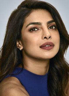 Beautiful Bollywood Actress, Most Beautiful Indian Actress, Bollywood Stars, Bollywood Fashion, Full Figure Dress, Priyanka Chopra Hot, Classic Portraits, Chansoo, Beautiful Women Pictures