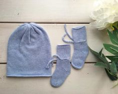 """Capodimonti Cashmere on Instagram: """"New in #storeonline • Newborn Cashmere set • www.CapodimontiCashmere.com #cashmere #purecashmere #cashmerecollection #cashmeresocks…"""" Cashmere Socks, Christmas Jumpers, Blanket Scarf, Knitted Hats, Winter Hats, Knitting, Accessories, Collection, Instagram"""