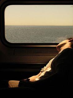 oliver matkustaa satamien läpi (ja nukahtaa, halvalle paikalle)