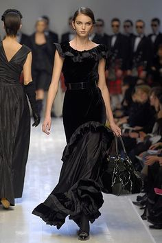 Moschino Fall 2006 Ready-to-Wear Fashion Show - Drielle Valeretto