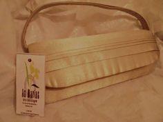 Bolsa de mão para festa confeccionada com caixas de leite e cetim dourado.Acabamento impecável! R$ 49,00