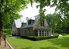 Woonhuis Blaricum - O5b architecten Bungalow House Plans, Villa, Exterior, House Design, Mansions, House Styles, Ideas, Home Decor, Decoration Home