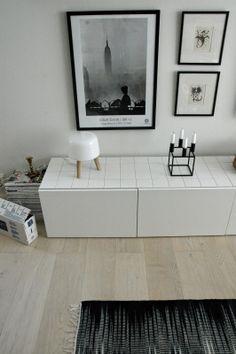 Ihan huippuhyvä idea / moderni puutalo: Bestån päällystys jämälaatoilla Decorating, Contemporary, Rugs, Diy, Ideas, Home Decor, Decor, Farmhouse Rugs, Decoration