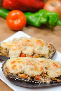 Berenjenas Rellenas de Carne Picada, una receta casera y saludable que aporta pocas calorías. Ideal para dietas de control de peso aunque lleve queso.
