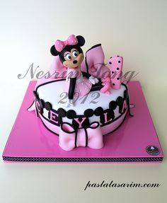 1ST BIRTHDAY MINIE MOUSE CAKE by CAKE BY NESRİN TONG, via Flickr