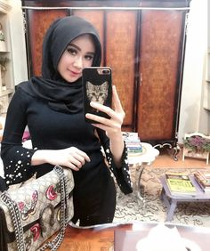 Shopping rule: if it's not black put it back 👋🏼 Beautiful Hijab, Covergirl, Curvy, Hair Beauty, Bodycon Dress, Wonder Woman, Selfie, Sexy, Model