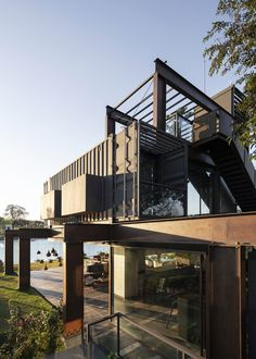 Container Laif House by BAUEN - Paraguay - Living in a Container Container Home Designs, Storage Container Homes, Alpine Modern, Shipping Container House Plans, Shipping Containers, Container Buildings, Weekend House, Steel House, Architect House