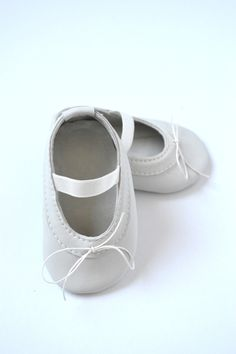 Handmade soft sole leather baby shoes / Baby girl ballet shoes / Baby girl ballet flats / Baby girl mary janes / Ivory baby shoes by MiniMo
