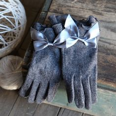 pretty gloves w/ a bow