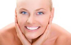 La mejor hora para aplicar cremas o lociones es cuando sales de bañarte, ya que es cuando la piel aún está húmeda. ¡Verás los resultados!