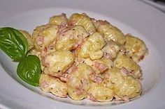 Gnocchi with cheese-garlic-ham sauce, a popular recipe from the potato category. Ratings: Average: Ø Gnocchi with cheese-garlic-ham sauce, a popular recipe from the potato category. Ratings: Average: Ø Ham Sauce, Garlic Sauce, Noodle Recipes, Popular Recipes, Diy Food, Soul Food, Food Inspiration, Food Porn, Dinner Recipes