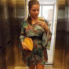 Look com acessórios @lindamoliva - Clutch Urbi Amarela e Brinco em palha de buriti - #lindamoliva #euusolindamoliva #look #lookdodia #detalhes #clutch #clutches #clutchdepalha #accessories #acessorios #acessórios  #moda #fashion #bijoux #bijouxlovers #Trancoso2016 #summerbags #summer2016 #verão #maresias #morrodesaopaulo #morrodesãopaulo