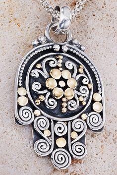 Silver protective hand necklace Hamsa Necklace por GefenJewelry