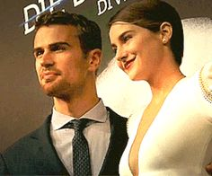 Sheo forever knows when to look at each other. Is she giving him an air kiss or something? So cute! ♥