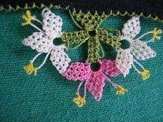 This Pin was discovered by Lal Knitted Shawls, Knitted Poncho, Knit Shoes, Needle Lace, Lace Making, Lace Flowers, Knitting Socks, Needlepoint, Hand Embroidery