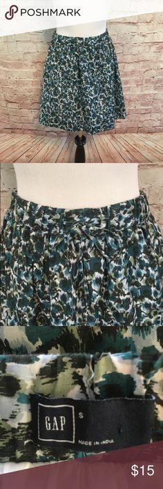 """Gap Circle Patterned Skirt Multi colored fully lined circle skirt from the Gap.  The skirt has an elastic waistband. Cotton/Viscose. Size Small. Waist 30"""". Length 18"""". Like new condition. GAP Skirts Circle & Skater"""
