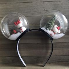 disney crafts Celebrate the holidays with these festive snow globe ears. A top your head will sit Mickey and Minnie inspired snowmen accompanied by their Christmas trees and presents. Diy Disney Ears, Disney Mickey Ears, Disney Diy, Disney Crafts, Mickey Ears Diy, Mickey Christmas, Christmas Crafts, Christmas Trees, Christmas Canvas