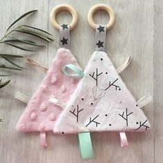 37 Ideas baby boy diy projects for 2019 Baby Sewing Projects, Sewing For Kids, Sewing Toys, Sewing Crafts, Rose Pastel, Baby Couture, Fabric Toys, Handmade Baby, Diy Baby