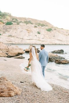 Get swept away by this Athenian Riviera seaside wedding.  Photo: @lesanagnou