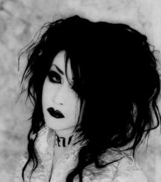 This is Mana , he looks so cool. He is part of the visual kei scene in Japan and was in a band called Malice Mizer Gothic Hairstyles, Top Hairstyles, Goth Hair, Grunge Hair, Blonde Goth, Goth Beauty, Dark Beauty, Natural Beauty, Victorian Goth