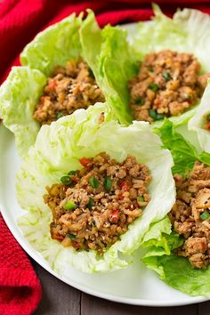 These Slow Cooker Asian Chicken Lettuce Wraps are so simple to put together and make such a delicious and healthy weeknight dinner. These wraps are so easy to adapt and Salat Wraps, Asian Chicken Lettuce Wraps, Chicken Lettuce Cups, Turkey Lettuce Wraps, Lettuce Tacos, Chicken Salads, Veggie Wraps, Healthy Dinner Recipes, Healthy Snacks