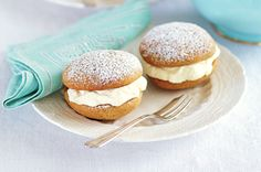 Spiced golden syrup whoopie pies http://www.taste.com.au/recipes/28204/spiced+golden+syrup+whoopie+pies