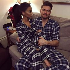 Get matching pajamas at Old Navy, go home, drink hot chocolate & watch Christmas movies Matching Christmas Pajamas Couples, Matching Couple Pajamas, Matching Pajamas, Couples Assortis, Cute Couples Goals, Matching Couple Outfits, Matching Couples, Pyjamas Assortis, Outfits For Teens