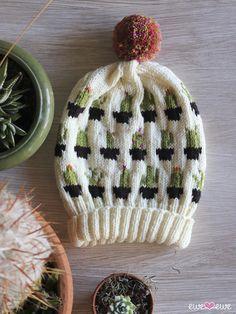 Head to the Sleigh! Knitting Designs, Knitting Patterns, Cactus Hat, Knitted Hats, Crochet Hats, Easy Crochet, Pom Pom Maker, Fingering Yarn, Santa And Reindeer