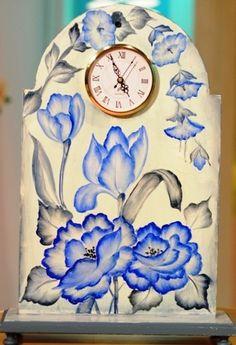 Reloj pintado al oleo por Silvia Mongelos