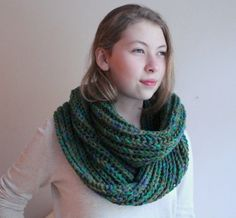Handmade scarf  infinity scarf circle scarf green  by beyazdukkan, $28.00
