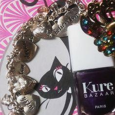 oyez audacieuse et libre. A good walking for a beautiful body and soul. 💖 ▶Catwalk, vernis kure bazaar.💅 ▶ Bracelet love, Claire's. Couleur scintillante. Somptueux violet métallisé. So chic and electric ! 😍