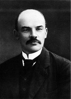 Vladimir Lenin(geboren in Simbrask op 22 april 1870) was de eerste premier van de Sovjet-Unie. Lenin was niet zijn echte naam, hij had een andere naam gekozen om de dienstplicht van de tsaar te ontlopen. Hij was heel erg voor het communisme en is grondlegger van het leninisme. Hij is uiteindelijk gestorven aan meerdere beroertes.