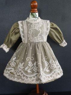 http://www.georgettebravot.com/contents/fr/p2046_robe_pour_poupee_ancienne_bleuette.html